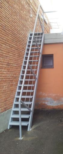 scale carpenteria metallica strutture in ferro firenze toscana pistoia prato prezzi scala di servizio presso scuola Firenze Toscana