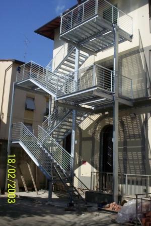 scale carpenteria metallica strutture in ferro firenze toscana pistoia prato prezzi scala di Emergenza presso scuola Firenze Toscana