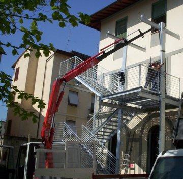 carpenteria strutture scala di Emergenza presso scuola Firenze Toscana